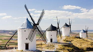 Hiszpania. Wiatraki w regionie Kastylia-La Mancha
