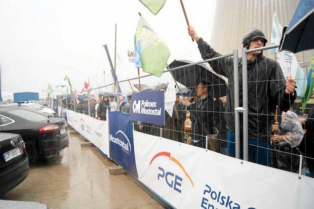 Większe Opole. Manifestanci weszli na teren elektrowni i zakłócili uroczystość półmetka rozbudowy [WIDEO, ZDJĘCIA]