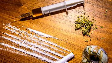 Opioidy to silnie uzależniające substancje