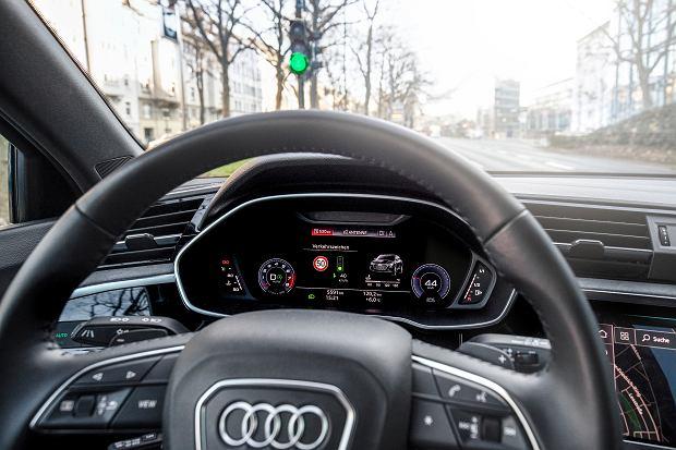 System ATLI wyświetla podpowiedzi na ekranie wirtualnego kokpitu lub projektorze HUD na przedniej szybie