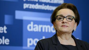 Minister edukacji w rządzie PiS Anna Zalewska podczas konferencji dot. strajku nauczycieli. Warszawa, MEN, 10 kwietnia 2019