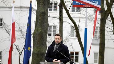 Prezydent Warszawy Rafał Trzaskowski podczas uroczystości nadania nazwy alei Pawła Adamowicza