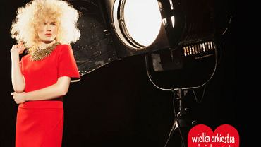 Czerwona sukienka projektu Łukasza Jemioła dla WOSP