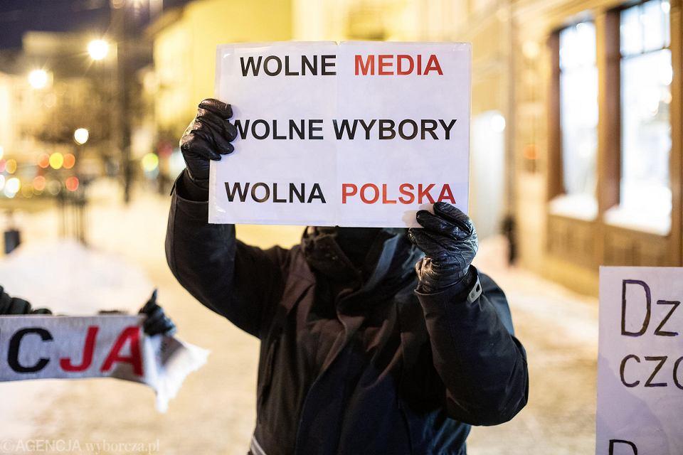 Protest przeciwko wymierzonemu w media podatkowi od reklam w Lublinie