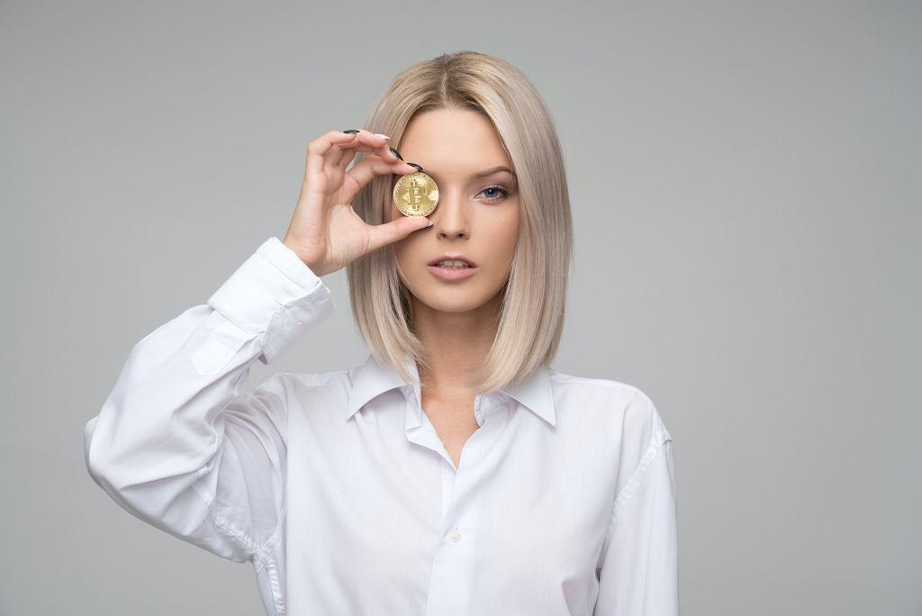 Platynowy blond - odcienie, które dodają lat.
