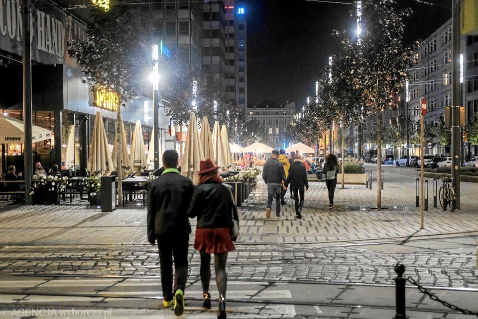 Ulica Święty Marcin nocą
