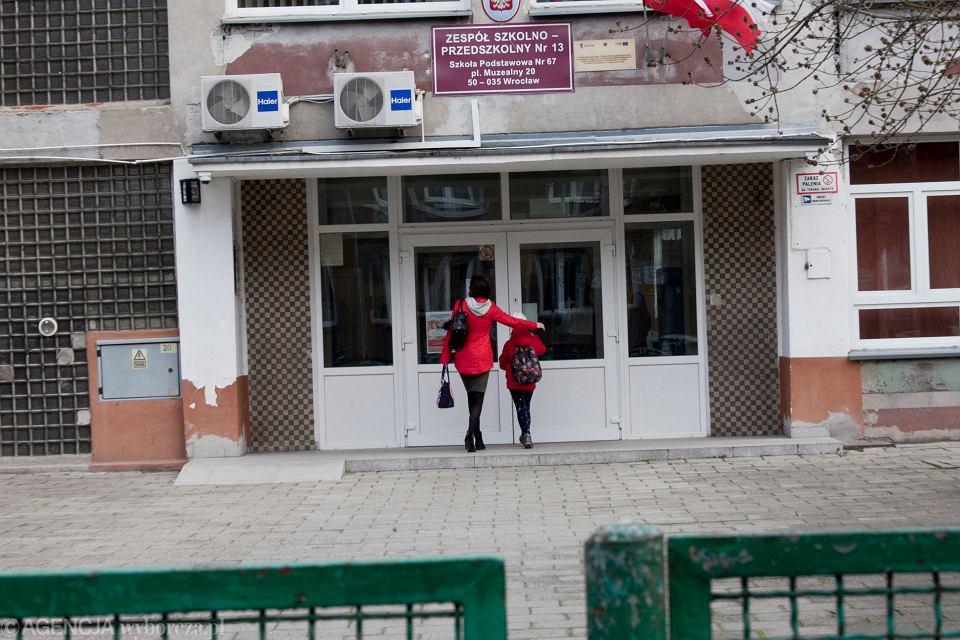 Koronawirus w Polsce. Rząd zamknął szkoły na dwa tygodnie. Wrocław, 13 marca 2020
