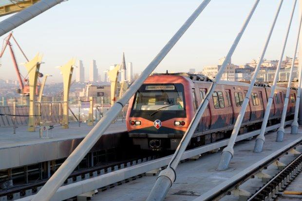 Metro w Stambule, fot. endermasali / shutterstock.com