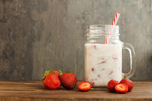 Na śniadanie można wypić jogurt zmiksowany z owocami