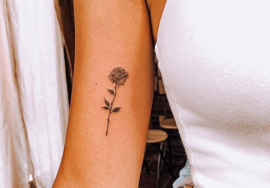 tatuaż przed łokciem