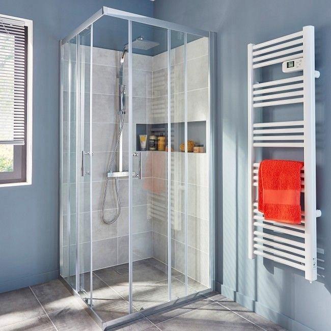 Niewielka kabina prysznicowa bez brodzika