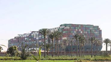 Kontenerowiec Ever Given blokujący Kanał Sueski
