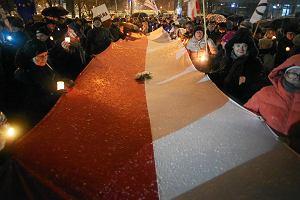 """KOD manifestuje przed sądem w Krakowie. Zoll do sędziów: """"Nie obejmujcie funkcji od tej władzy"""""""