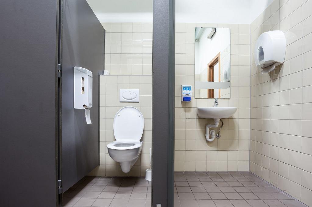 W jednym z kołobrzeskich lokali przedsiębiorczy właściciel postanowił na okres letni podnieść opłatę za korzystanie z toalety do 12 zł (zdjęcie ilustracyjne)