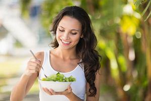 Dieta na piękną cerę. Co jeść i pić, by wyglądała promiennie i zdrowo?