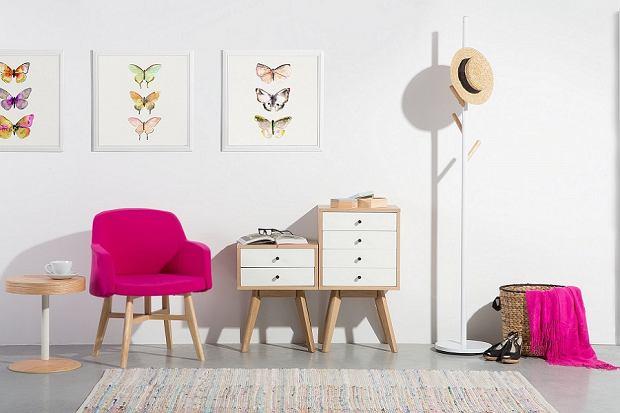 Biała komoda do sypialni, salonu lub przedpokoju. Przegląd modeli do 500 zł