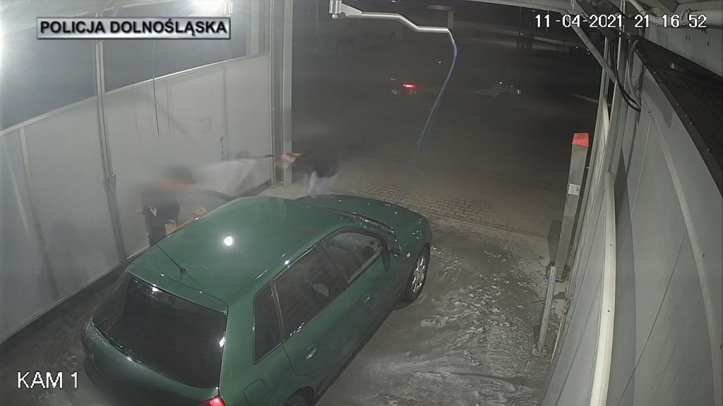 Próba kradzieży auta podczas jego mycia