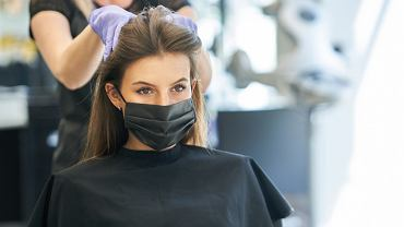 EAdult,Woman,At,Hairdresser,Wearing,Protective,Mask,Due,To,Coronavirus
