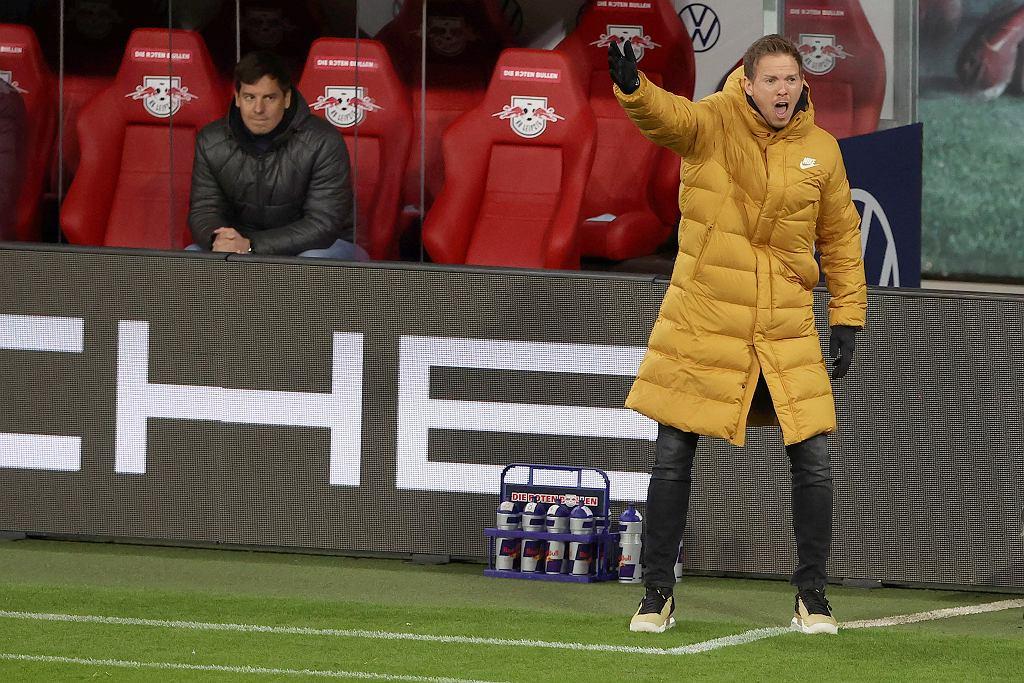 Trener Julian Nagelsman podczas meczu Bundesligi RB Leipzig ptrzeciwko TSG 1899 Hoffenheim, 16.04.2021 r.