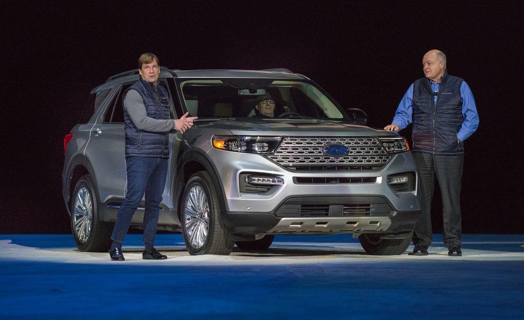 Jim Farley i Jim Hackett, aktualny i były CEO Forda na prezentacji modelu Explorer
