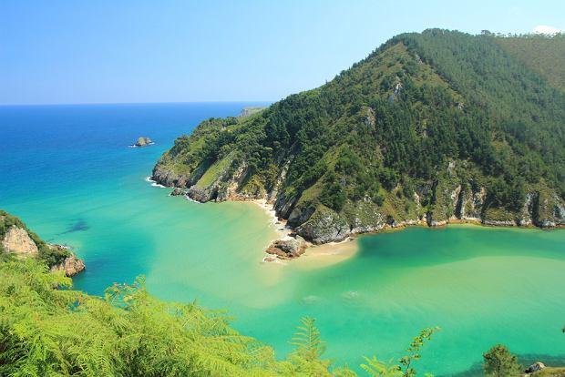 Hiszpania wakacje. Plaża w Kantabrii/fot. shutterstock