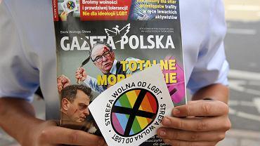 Konferencja prasowa Młodych Demokratów przed szczecińską prokuraturą.