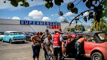 Kuba rozszerzy sieć legalnych sklepów handlujących towarami za dolary. Hawana, 20 lipca 2020 r.