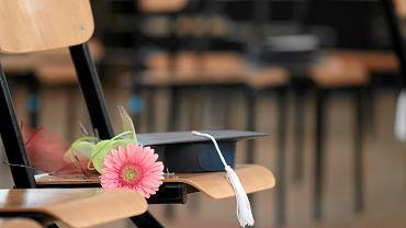 Koniec roku szkolnego 2021. Wierszyki i życzenia dla nauczycieli
