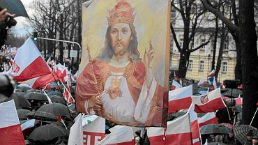 """Jezus Chrystus na sztandarach zwolenników partii rządzącej. V """"Marsz Wolności i Solidarności"""" PiS. Warszawa, 13.12.2015"""