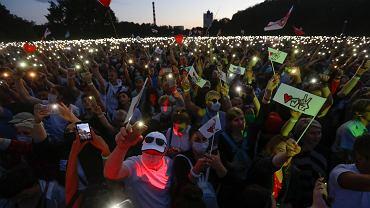Wielki wiec liderki białoruskiej opozycji i kandydatki w wyborach prezydenckich Swiatłany Cichanouskiej w Mińsku