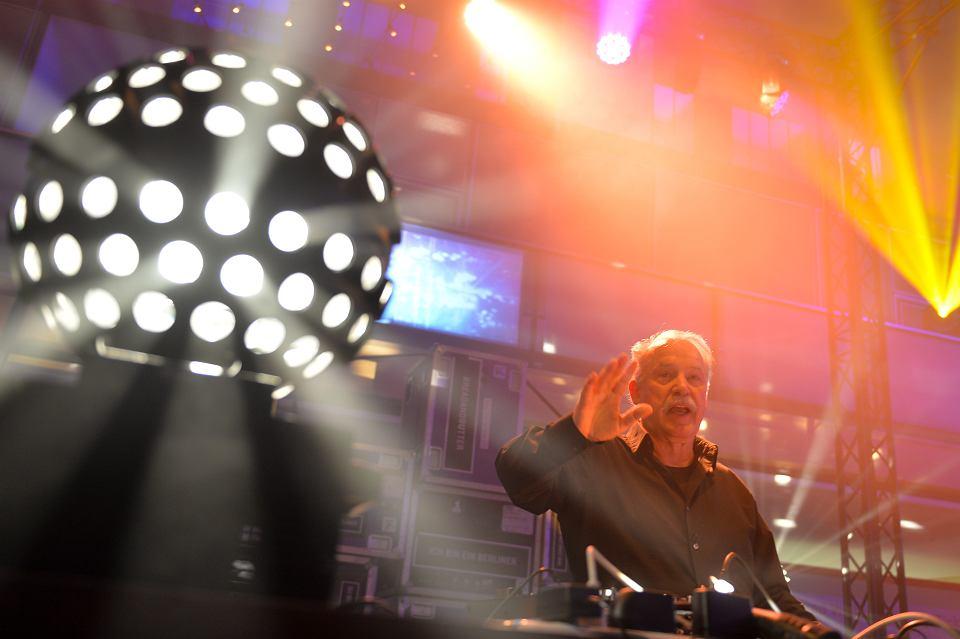 Giorgio Moroder ma 78 lat i z uwielbieniem grywa jako didżej. A w 2019 r. wyrusza w swą pierwszą (!) trasę koncertową