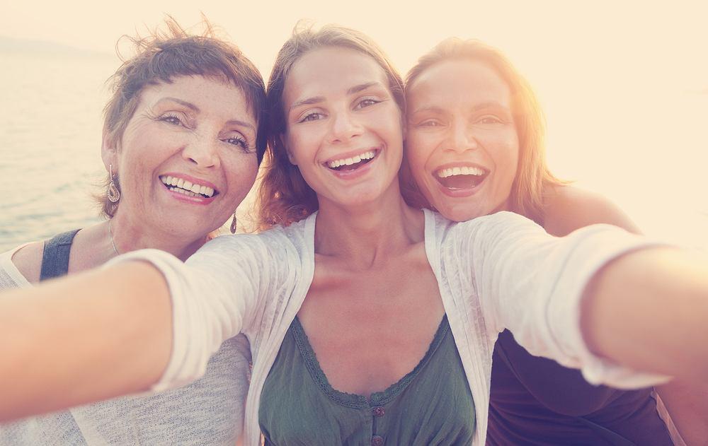 Serotonina, zwana także hormonem szczęścia, ma olbrzymi wpływ na nasze samopoczucie.