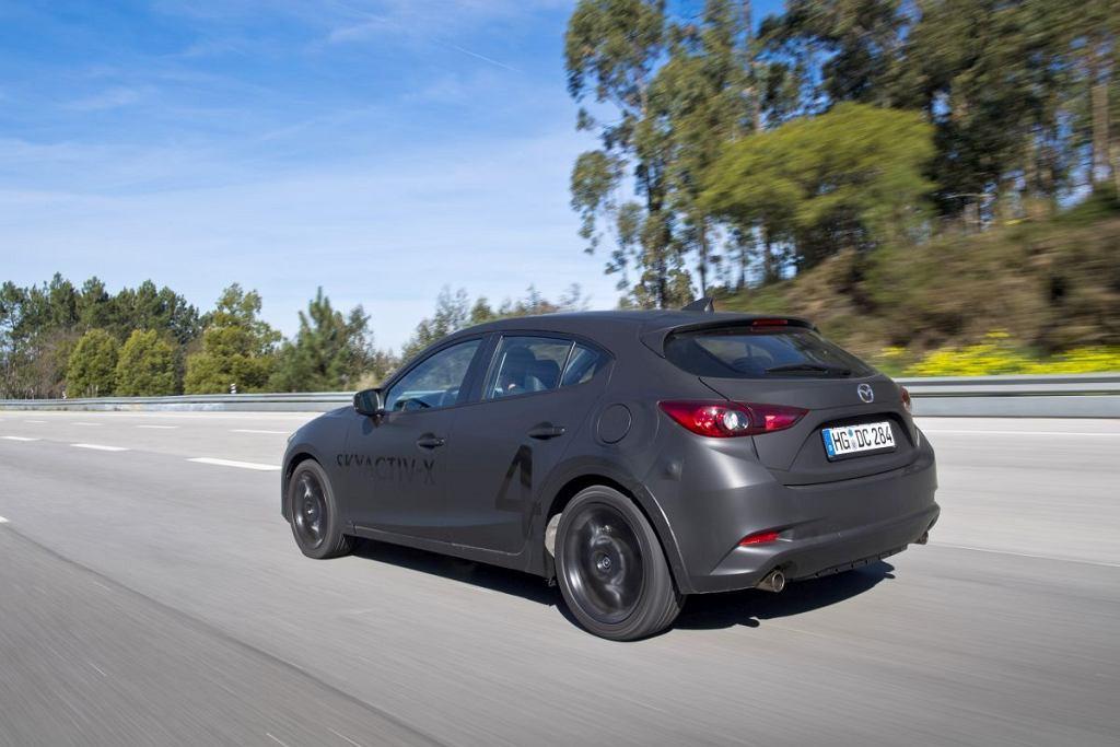 Prototypowa Mazda3 z silnikiem Skyactive-X z samoczynnym zapłonem