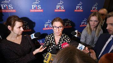 Rzeczniczka PiS Beata mazurek podczas konferencji prasowej w Sejmie. Warszawa, 13 listopada 2018