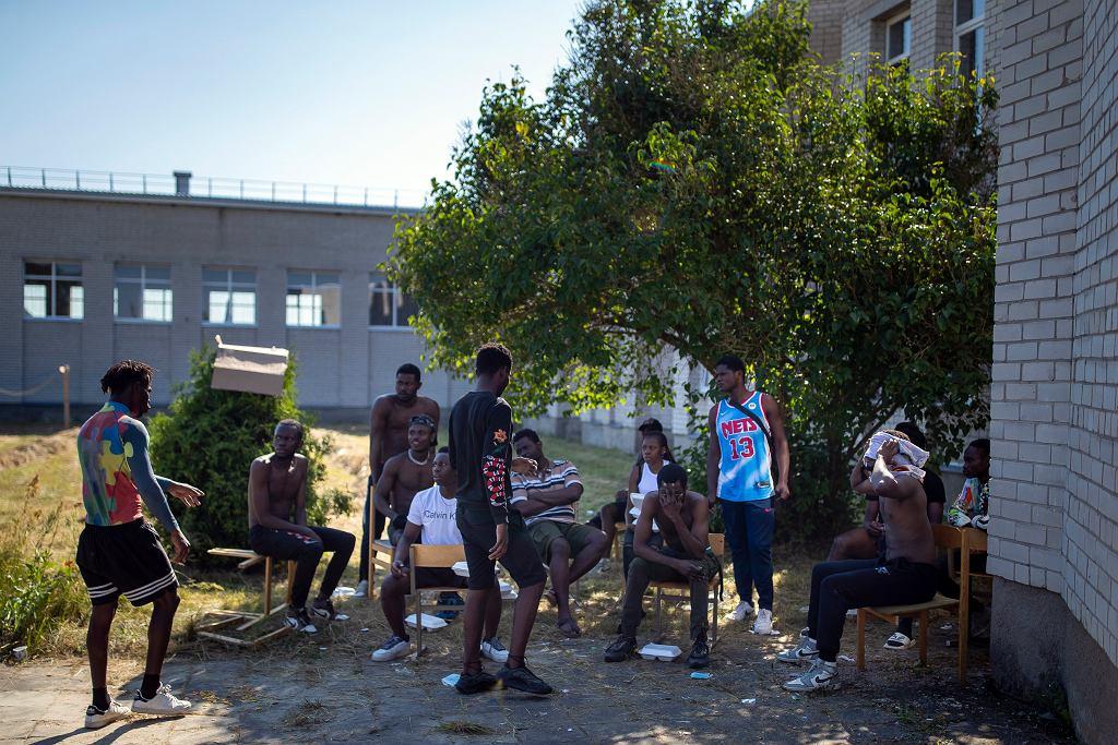 14.07.2021, Druskienniki, Litwa. Kameruńczycy w ośrodku dla uchodźców.