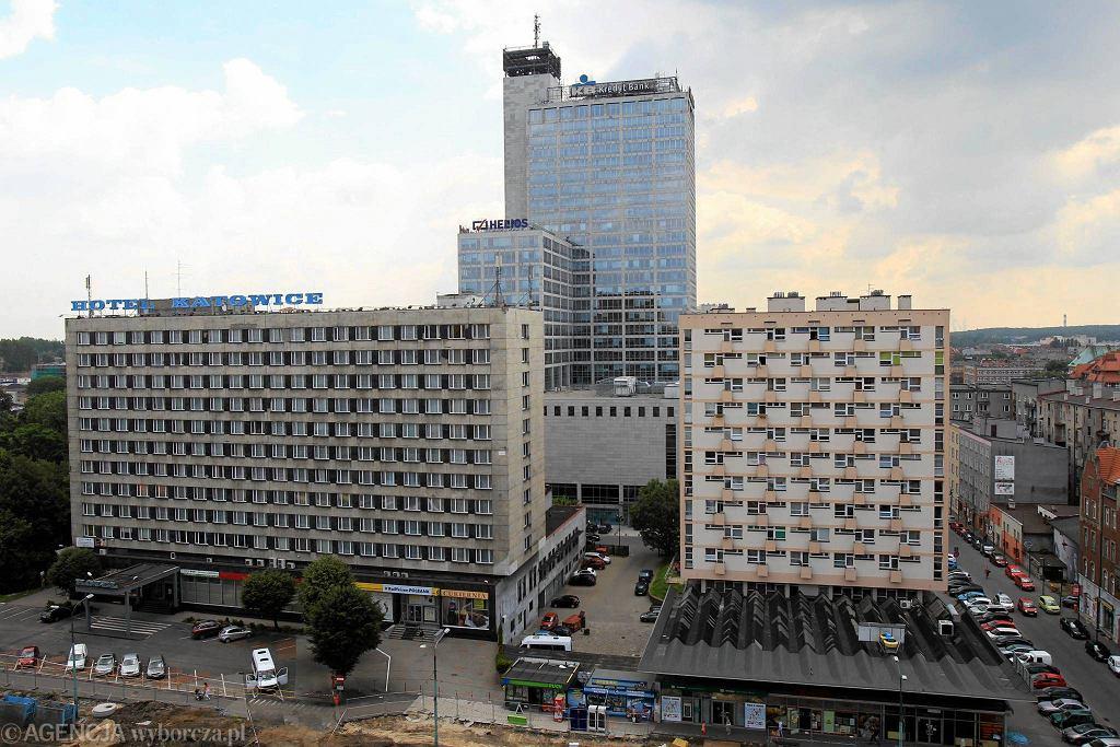 Hotel Katowice (na pierwszym planie) / Fot. Dawid Chalimoniuk / Agencja Gazeta