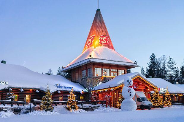 W wiosce jest m.in. oficjalne biuro Świętego Mikołaja