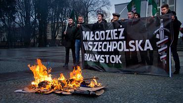 Palenie kukły Angeli Merkel w 2016 roku