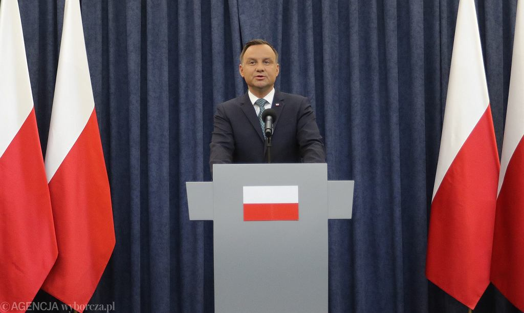 Prezydent Andrzej Duda oświadcza, że zawetuje dwie z trzech pisowskich ustaw ograniczających niezależność sądownictwa. Warszawa, 24 lipca 2017