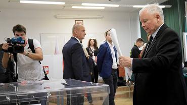 Jarosław Kaczyński podczas głosowania w wyborach parlamentarnych , 13.10.2019.
