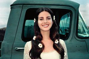Lana nie chce już piosenek o toksycznych miłosnych relacjach i mężczyznach, którzy ranią. Teraz się uśmiecha