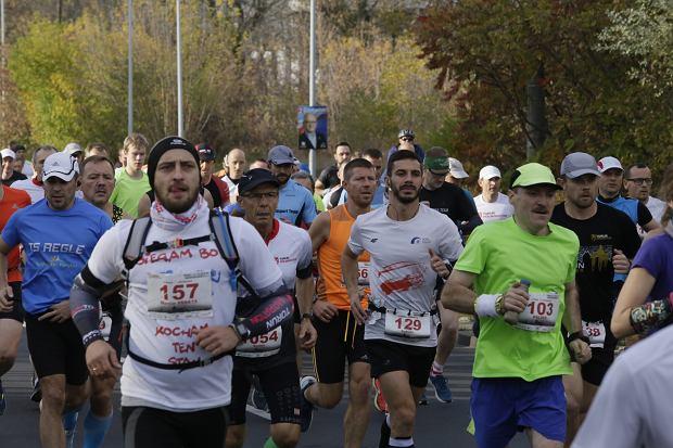 Zdjęcie numer 50 w galerii - Ponad 1200 biegaczy na starcie 37. Toruń Maraton, wygrał Łukasz Oskierko [ZDJĘCIA]