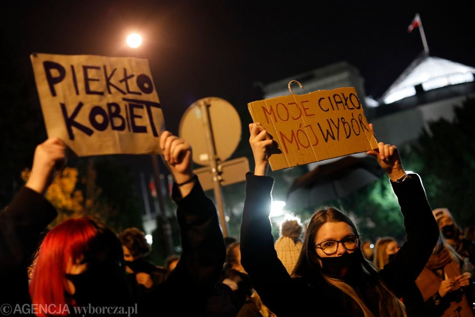 27.10.2020, Warszawa, Sejm, manifestacja przeciwko zaostrzeniu prawa antyaborcyjnego