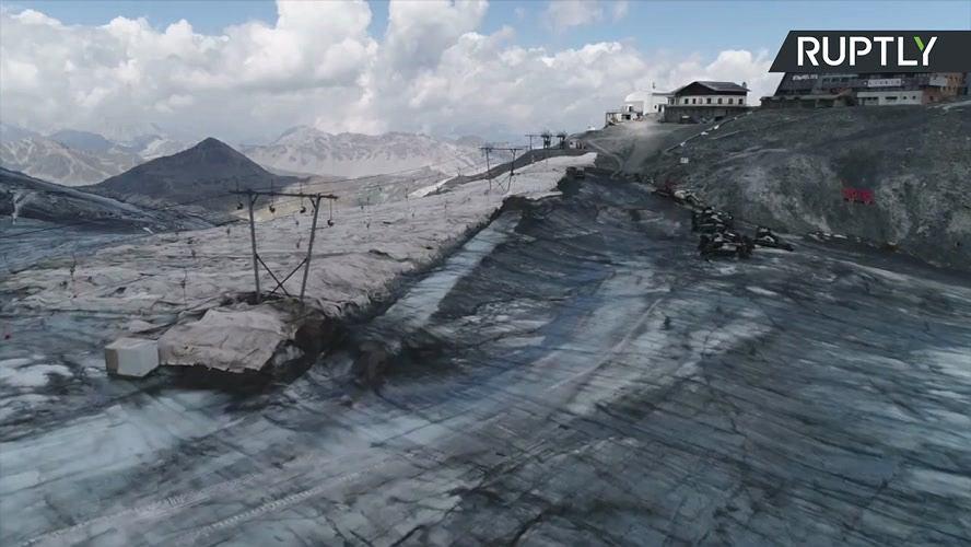 Topniejący lodowiec we włoskich Alpach