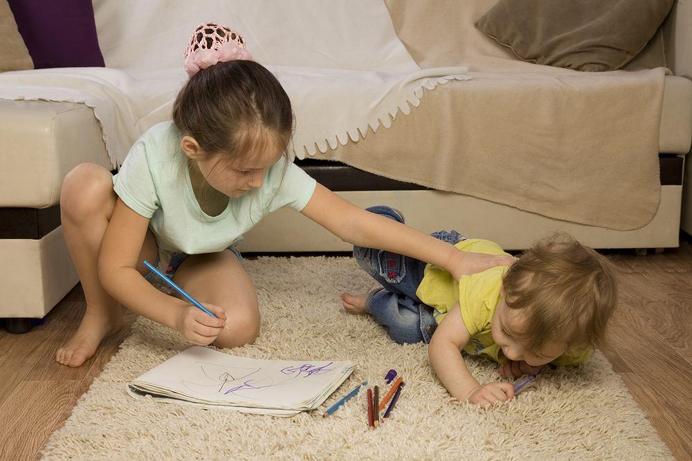 W jakim wieku starsze rodzeństwo może opiekować się młodszym?