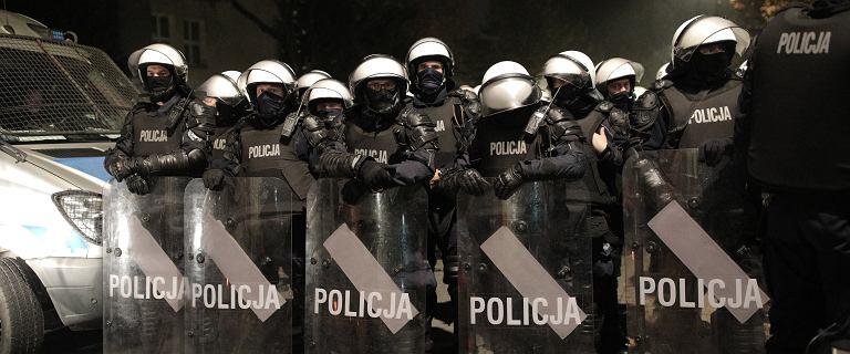 Sondaż. Mniej niż połowa Polaków ufa policji. To spadek o ponad 21 punktów proc.