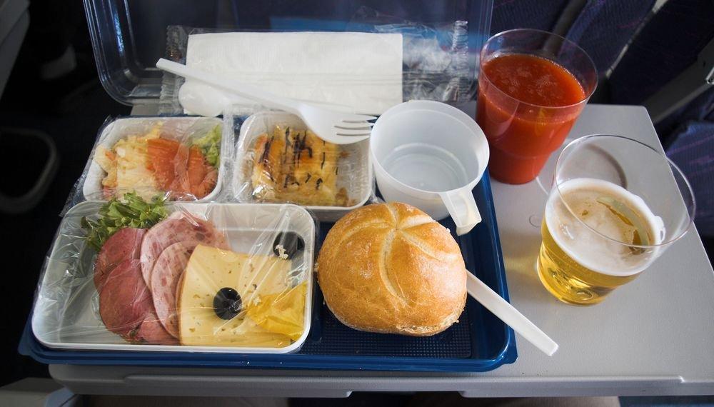 Jedzenie w samolocie ma ogromny wpływ na to, jak pasażerowie ocenią lot i linię lotniczą