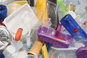Jak wykorzystać odpady z plastiku? Dwie przyjaciółki z Indonezji wpadły na genialny pomysł