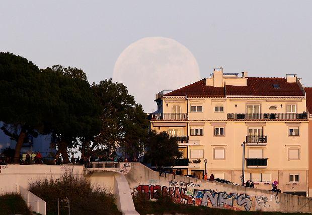 Superpełnia przed zaćmieniem Księżyca, Portugalia, 20 stycznia 2018 r.