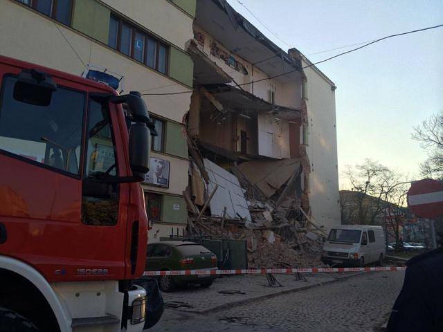 Zawaliła się ściana kamienicy na rogu Sienkiewicza i Tuwima
